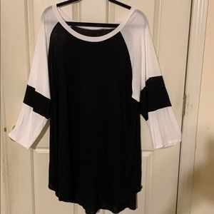 NWOT Boutique Black & White Long Sleeved Tee